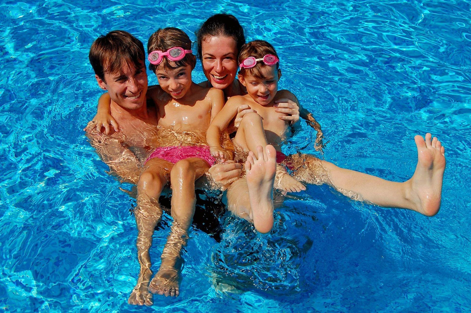 Семейный нудизм с детьми : VideoLike